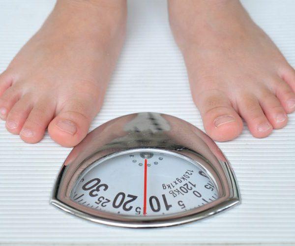 Стоит на весах