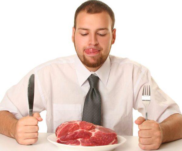 Ест мясо